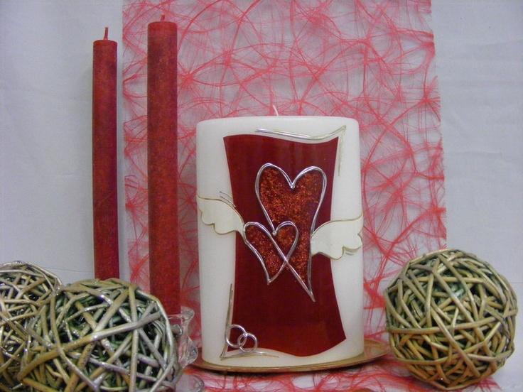 *Verspielt-romantische Hochzeitskerze in liebevoller Handarbeit gestaltet...*  *Motiv:* Wachslegetechnik  *Motivfarbe:* individuell nach Ihrem ...