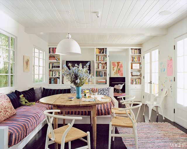 Amanda Peet's breakfast nook: casual and built for lounging complete with a