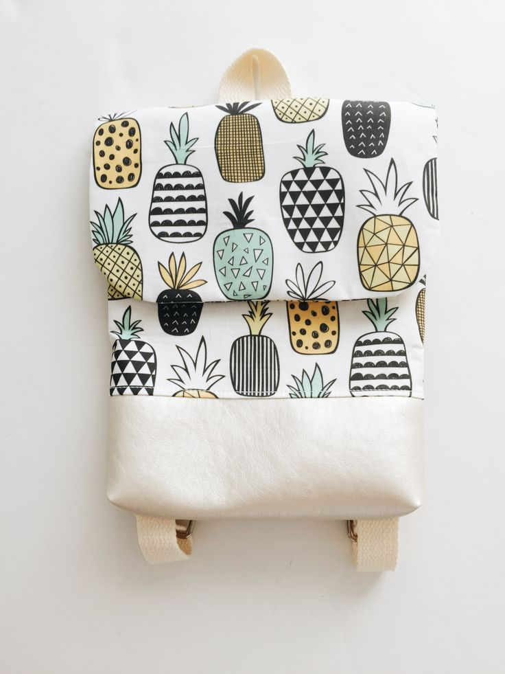 A perfect bag for mini trips with your friends and easy to carry! So cute and fun