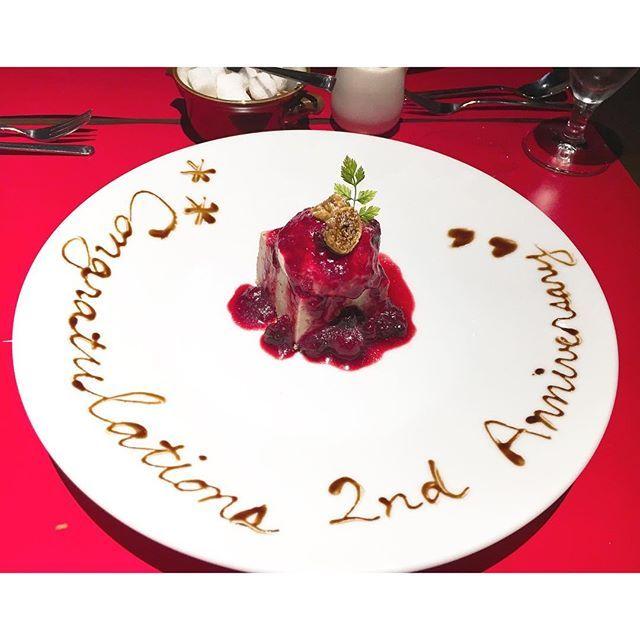 Instagram【mrmr924】さんの写真をピンしています。 《東山スカイタワーで夜景堪能して、 予約してくれてたレストランでディナー🍽 コース料理美味しかった… お肉の柔らかさに感動🙏💗 最後のデザートでこのサプライズ!!! そして私からもお手紙プレゼントの サプライズしたよ。笑 何も用意してないと言いつつ、しっかり 前日に書いた😎😎😎 食メインの記念日でした🍽💕 食後の紅茶にいれる角砂糖が可愛い器に たくさん入っててテンション上がった☺️ これからもよろしくね👼大好き! #0924 #愛知 #名古屋 #東山スカイタワー #夜景 #記念日 #2年記念日 #ディナー #コース料理 #スイーツ #デザート #サプライズ #カップル #japan #date #2ndanniversary #couple #surprise #dinner #sweets #love #instagood》
