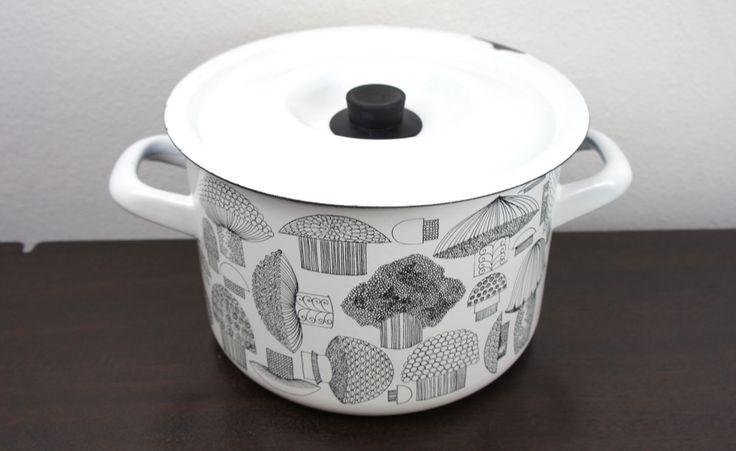 Vintage Finel Arabia Finland Enamelware Black and White Mushroom Stock Pot, Enameled Steel, Glossy, Mid Century, Kaj Franck, 1960s  220008 by TheLionsDenStudio on Etsy https://www.etsy.com/uk/listing/234957773/vintage-finel-arabia-finland-enamelware