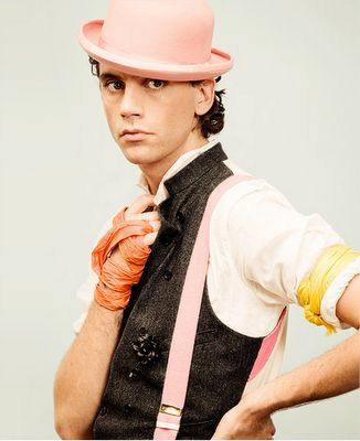 Mika behind the scenes video : making of Blame It On The Girls : 2009