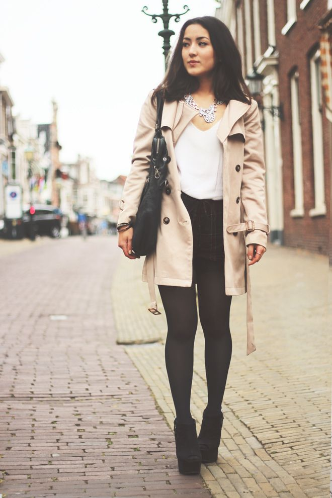 Trench, shorts, white top