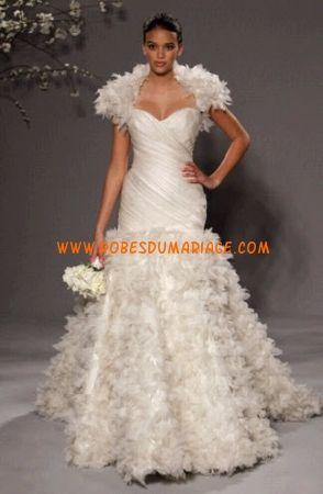 Romona Keveza belle Robe de Mariée original de luxe ornée de fleur satin soyeux