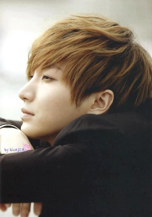 LeeTeuk, looking gorgeous. Gosh, I feel awful about what happened to his family...