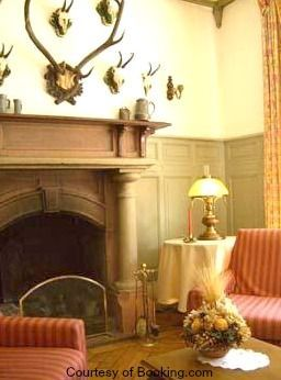 Hotels Chamonix | Close To Ski Lifts - isn't this sitting room just gorgeous! It's at the Hotel Savoyarde just 55 yards from the Brevent cable car.