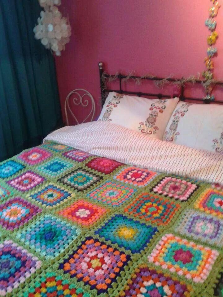 Granny square blanket crochet, green. Gehaakte sprei granny square, groen. Www.facebook.com/HaakInUitvoering