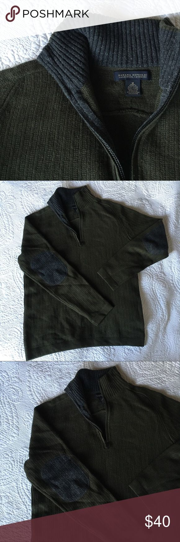 Banana Republic • Lambswool Cashmere Sweater Men's Banana Republic Lambswool Cashmere Sweater in Hunter Green • Size Medium • Grey Elbow Patches • 1/4 Zip • Turtleneck • Excellent Condition ( small hole near armpit see picture) 92% Lambswool • 2% Cashmere • Feel free to ask questions ••• Offers always welcome Banana Republic Sweaters