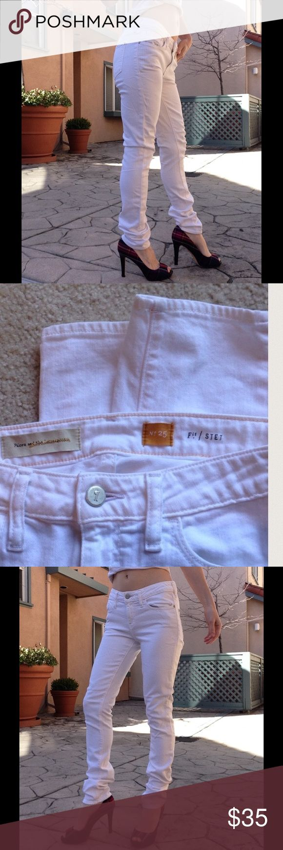 "Anthropologie Pilcro White Skinny Denim Long Jean Excellent condition. There are no stains or reps. Please come from a smoke free home. The fabric is 94% cotton and 5% polyester 1% spandex. Made in Guatemala. On back it says Fit/STET. Measurements laying flat: Waist 14"" Inseam 31.5"" Pants A. Pink Box. Anthropologie Jeans Skinny"
