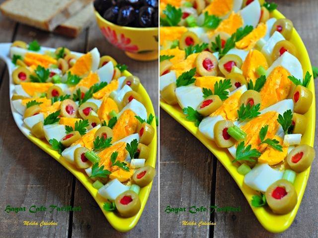 Yumurta salatası... 3 Haşlanmış yumurta, Biberli zeytin(miktarı isteğe göre) Yarım demet maydanoz, 2 Tane taze soğan, Zeytinyağı, Tuz ve karabiber...