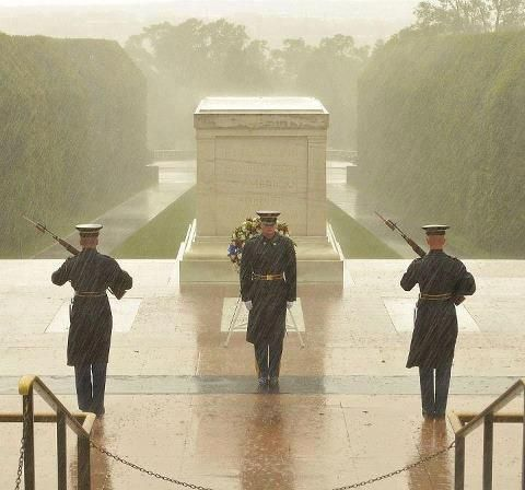 This a picture from this morning at the tomb of the unknown soldier as Sandy hits the East Coast. The Tomb is guarded 24-7 even in weather like this. God bless these honorable soldiers! #yankinaustralia #sandy