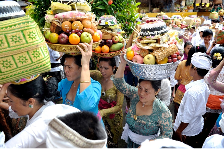 Hindu people carry offerings during the Galungan holiday at Puseh Peliatan temple in Ubud, Bali, on Aug. 29. Balinese Hindus celebrate Galungan as a victory of Dharma (truth) against wrongdoing (Adharma) by worshipping at temple in all of Bali's villages. (Antara Photo).