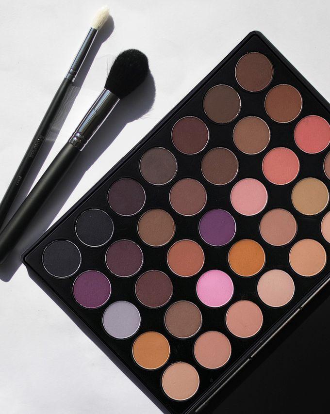 https://www.cultbeauty.co.uk/morphe-brushes-neutral-all-matte-palette-35n.html