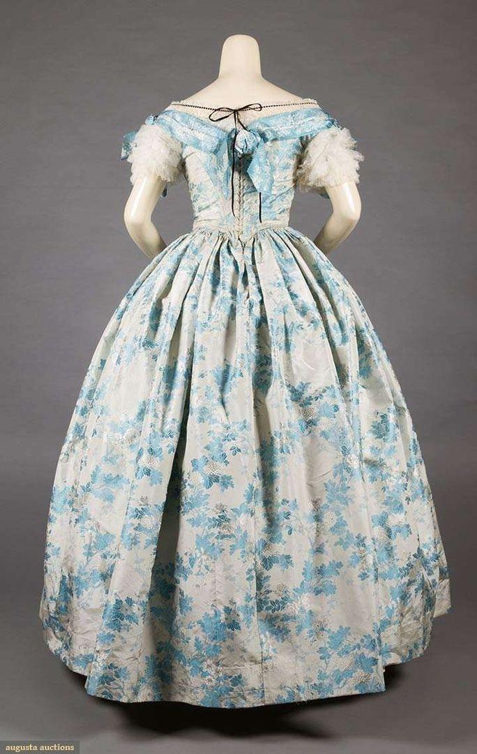 Balnoe Plate Iz Shyolkovoj Parchi Otdelannoe Tyulem 1850 E Gg Sky Blue Silk Ball Gown 1850s 2 Piece Blue Historical Dresses Vintage Gowns Ball Gowns Evening