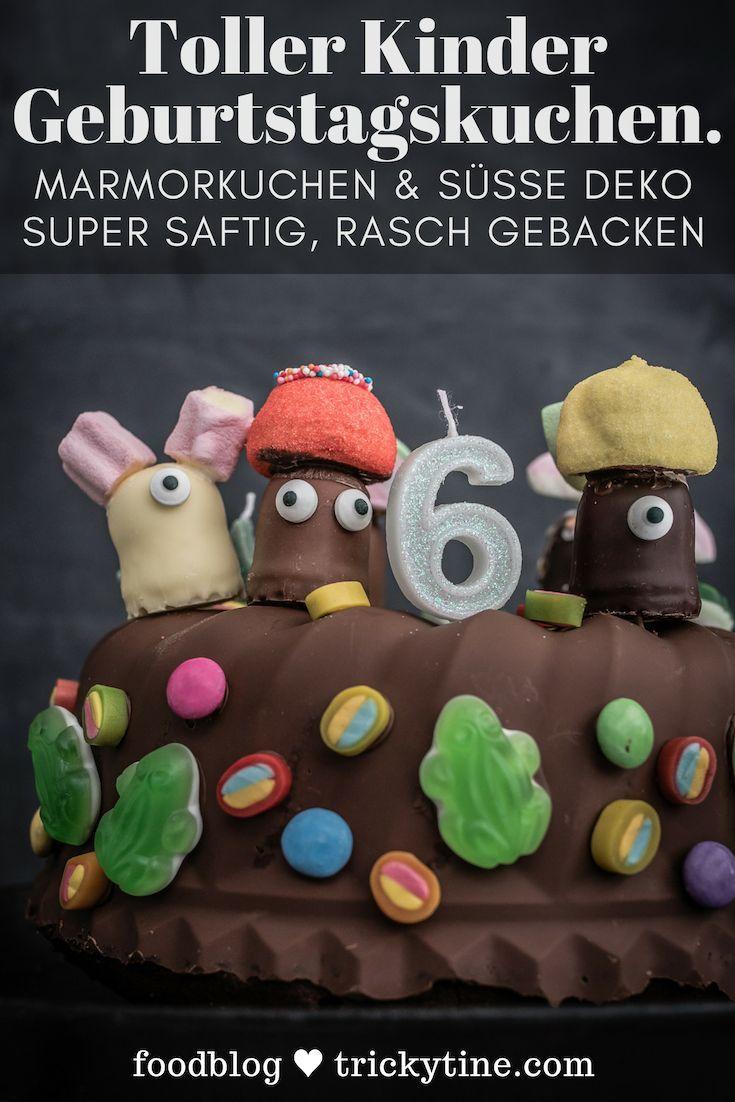 Kindergeburtstag Marmorkuchen mit Schokoglasur, Schokoküssen und Süßigkeiten Deko
