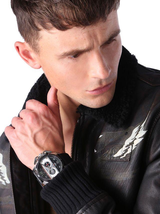 Diesel Ironside DZ4361, Sportlich, außergewöhnlich und richtig stylish – der Chronograph Ironside von DIESEL ist für moderne Männer, die Wert auf sehr gute Qualität und einen individuellen Stil legen.