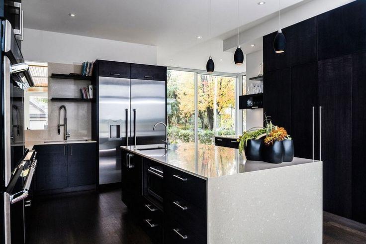 cuisine blanche et noire avec ilot central et frigo américain