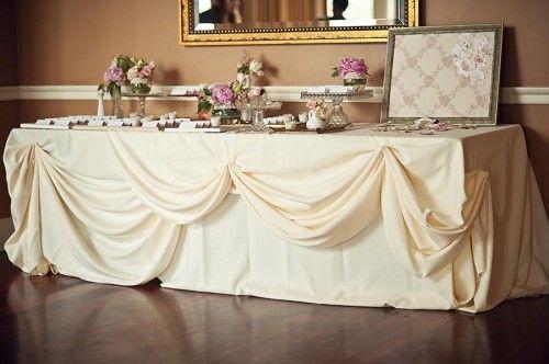 Bustled table cloth