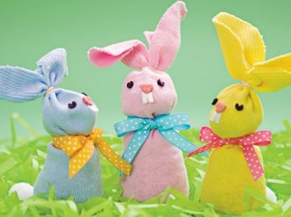 Se aproxima el 24 de abril y seguramente estés buscando una idea para la decoración de la mesa de Pascua que sea original, divertida y económica. Bueno, pued