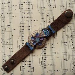 Braccialetto in pelle scamosciata con fiori vintage e charms smaltati #bijoux #bracciale