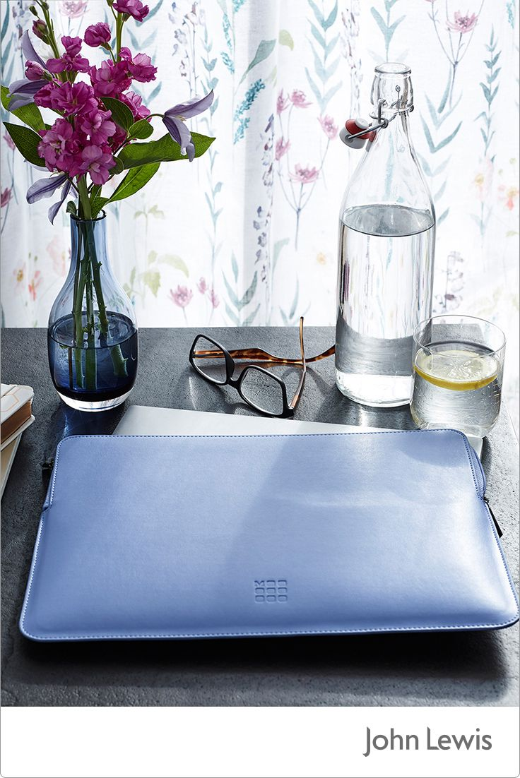 This month's EDIT is inspired by our Leckford Estate in Hampshire, bringing you the colour and motion of country gardens in spring. Update your workspace with fresh flowers and vibrant desk accessories, ideal for working at home.
