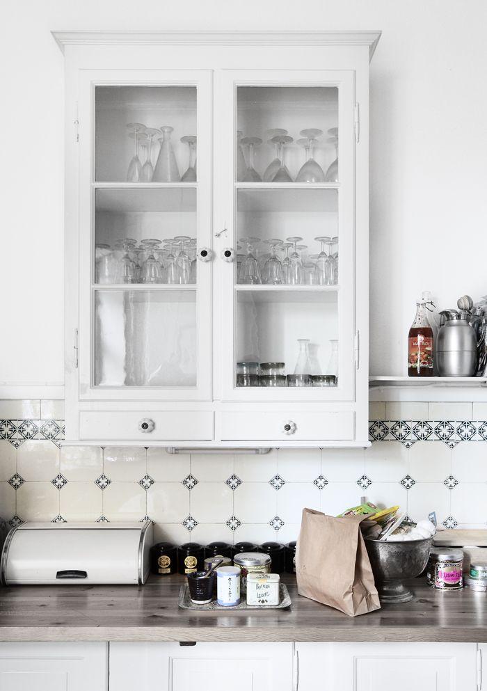 : Modern Interiors Design, Modern House Design, Living Room Design, Kitchens Tile, Fashion Design, Home Interiors Design, Design Home, White Cabinets, White Kitchens
