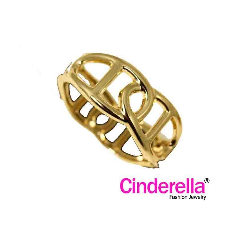 Gelang Etnik Geometricdengan warna dasar emas. gelang ini cocok bagi ladies yang feminin untuk bepergian, hangout bersama sahabat, rekan kerja. Yu sai, kaka, tante, diorder barang baru n caemmm !!!