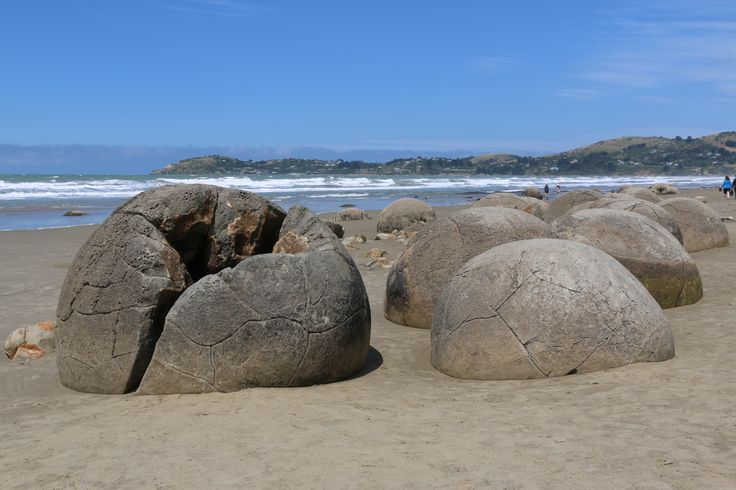 Moeraki Boulders, New Zealand's famous round rocks. By www.silberhorn.co.nz The makers of Sportsvel & Collagen Pluss