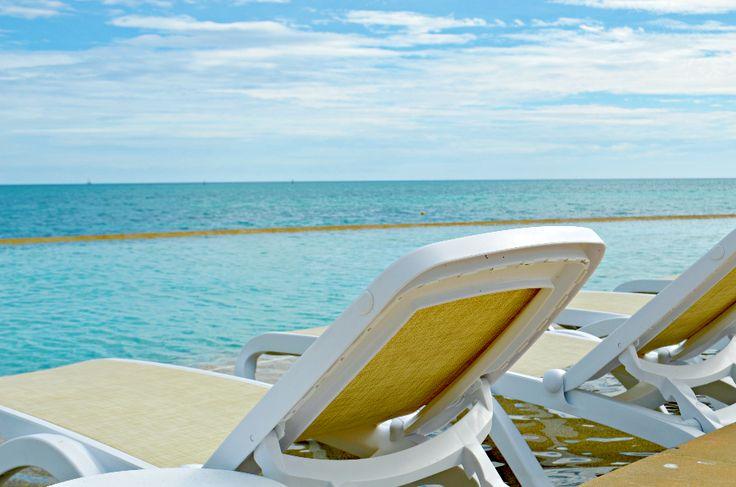 infinity pool overlooking ocean - photo #18