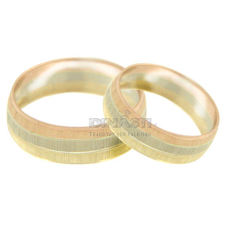 ARGOLLA TRES OROS RAYAS VERTICALES CON 2 ARILLOS BRILLANTES 14 K  SKU. 762602   MEDIDAS DE No. 4 A 13  ENTREGA PROMEDIO DE 3 A 5 DÍAS HÁBILES DEPENDIENDO LA MEDIDA ventas@dinasti.com  $3,840.44  c/u #weddingday #wedding #instalove #amor #casorio #casamento #love #marriage #married #casar #casando #weddingplanner #weddingdress #bride #rings #jewelry #women #fashion