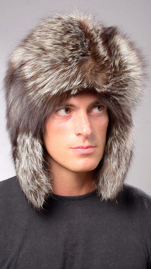 Cappello in pelliccia per uomo, in autentica volpe argentata naturale. Cappello con paraorecchie caldissimo, in stile russo.  www.amifur.it