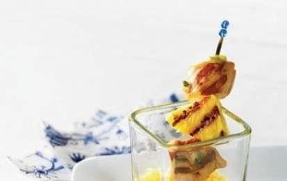 Spiedini di ananas e pollo - Oggi vi propongo la ricetta per preparare gli Spiedini di ananas e pollo, un secondo piatto estivo ed esotico perfetto per tutta la famiglia, provateli anche voi, sono buonissimi!