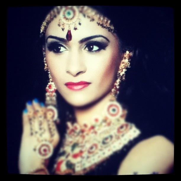 @nikkipreetkaur #indian #bride #bridal #henna #mendhi #jewellery #bling #necklace