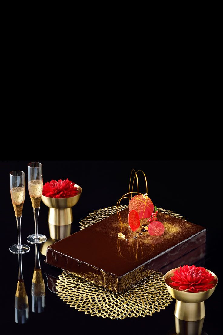 #NOVARESE #weddingcake #black #red #gold #champagne #flower #modern japanese