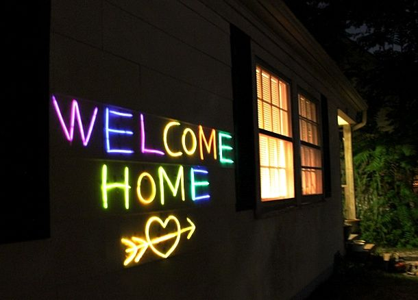 use glow sticks taped to the house for a neon message: Glow Sticks, Neon Signs, Sticks Signs, Welcome Home, Sticks Tape, Neon Messages, Military Homecoming Signs, Parties Ideas, House