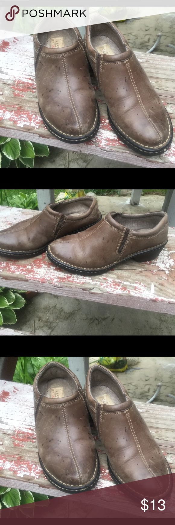 Shoes size 6M Eastland leather shoes size6 m. Used. Good condition Eastland Shoes Mules & Clogs