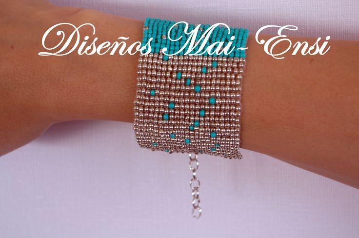 pulsera de mostacilla color turquesa y plateado, diseño de autor