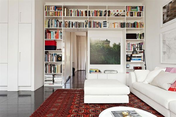 CLICK ON LINK - for 6 ways how to decorate a room bigger with bookshelves -http://inredningsvis.se/billiga-bokhyllor-6-tips-for-snygg-forvaring/  #homedecor #bookshelves #shelves #inredning #vardagsrum #livingroom #bathroom #decortip