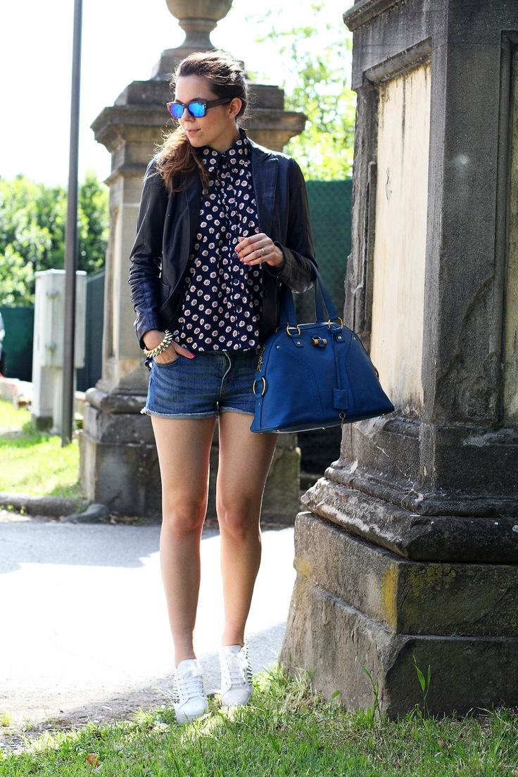 #fashion #fashionista @Irene Colzi spektre | occhiali da sole | occhiali da sole a specchio | giacca di pelle blu | camicia fantasia donna | shorts jeans | shorts denim | pantaloncini corti | jeffrey campbell | sneakers platform | sneakers zeppa