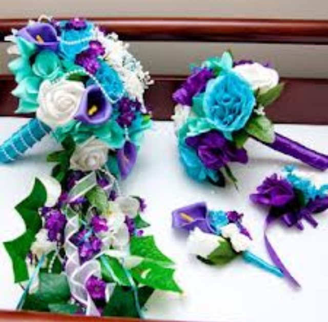 Obsessed with the colors of these flowers. Add some peacock feathers and...perfect!