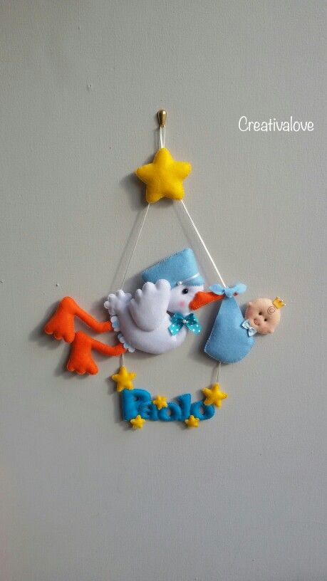 Fiocco nascita con cicogna, stelle e bebè. Creazione in pannolenci/feltro realizzato a mano. Handmade felt creations.