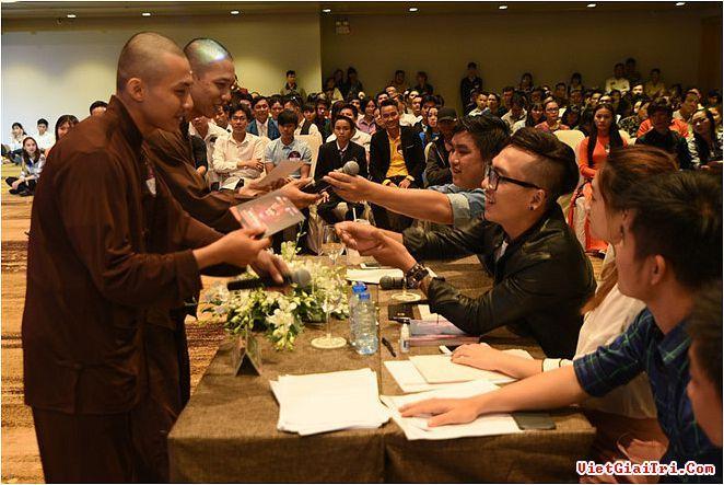 Hai sư thầy hát Bolero bỏ thi bị cắt tiết mục trên sóng truyền hình  Sao Việt | Tin tức giải trí
