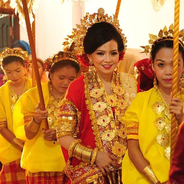 .@riskaanton | #MAPPACCI #lellu #ladiesinwaiting #malampacar #wedding #married #riskarachmat... | Webstagram