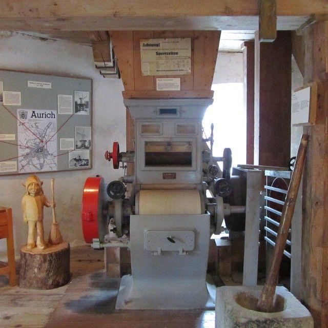 Historischer Walzenstuhl. Ein #Walzenstuhl ist eine Zerkleinerungsmaschine (Mahlmühle), in der das Mahlgut zwischen rotierenden Walzen zerrieben wird. Old #Mill #Technology Foto:www.handwerkernet.de