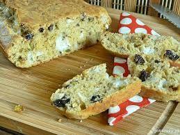 Wytrawne ciasto z kozim serem, pistacjami i suszonymi śliwkami