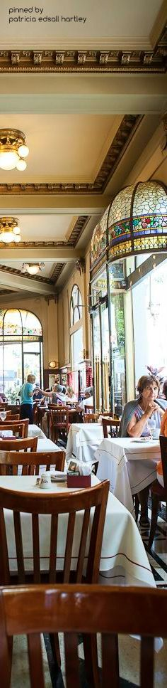 Las Violetas Coffee house . Argentina