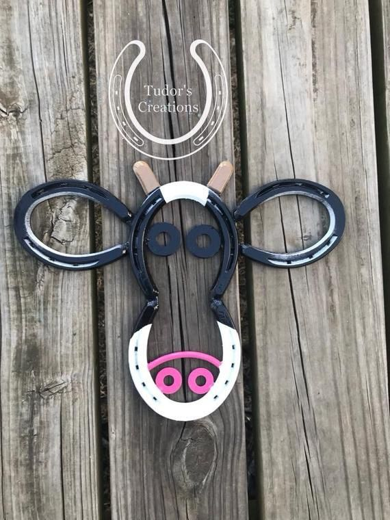 Super Cute Horsehoe Cow Face Wall Hanging Art These Measure Approx 13 Wide And 12 Long Please Like Us On Face Horseshoe Art Welding Art Horseshoe Projects