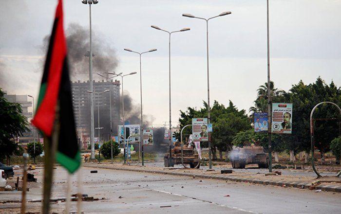 Sur fond d'attaques de groupes islamistes armés contre les régions pétrolières, le parlement libyen siégeant à Tobrouk (est), se retire de l'accord de Skhirat avec le gouvernement d'«union nationale» et dénonce le Royaume-Uni et l'Italie, qui se tiennent selon lui derrière ces attaques, a confié à Sputnik le député libyen Tarik al-Jarushi.
