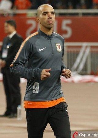 Diego Tardelli volta a jogar após lesão (Foto: Sina.com)