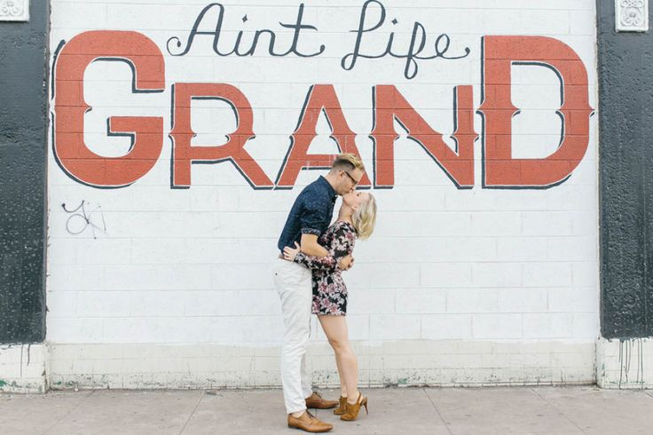 Downtown Phoenix Engagement Photoshoot | Photo by Courtney Sargent Photography | Aisle Perfect #engagement #love